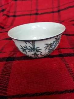 Ming dynasty authentic Bright contrast color ancient cup 8cm diameter. 明到代斗彩小杯。