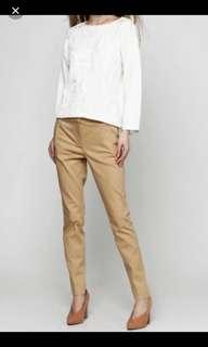 Massimo Dutti pants (Kaki color) newly bought from this group but too small for me! Very nice cutting. Mid rise with slim cut. Waist is 29 and length is 37. Fit. 163cm gals!