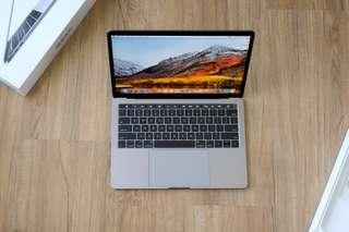 Macbook Pro Touchbar 512GB 2017 5 Months Old Only