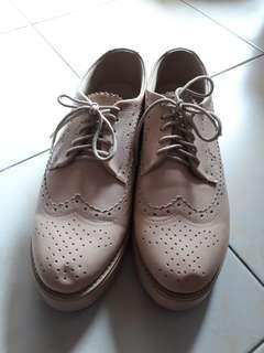 Sepatu nude lucu
