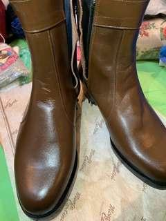 Leather Boots size EU38/UK5 (Lai Lai buy very good price already)