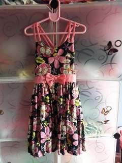 take all 5pcs Baby Girl. DRESS  bago pa po take All 5pcs dress hndi po nasuot nalabhan lang hndi kasi Ka sya . If want More Picture PM me. Open for meetUP.