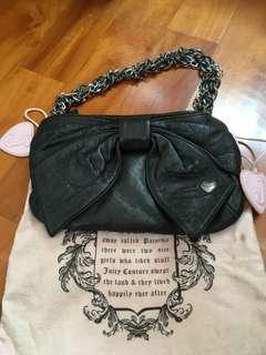 正品Juicy Coutuer bag ❤️👍有塵袋😍💯real ,二手、黑色大蝴蝶🦋款品牌、都新淨,😁購於專門店時仟多元、平售可SF 到付的,長興款👍麈袋放耐咗、有小小污糟,其它冇乜問題,圖9-10有尺寸提供,二手貨、請知悉用後情況