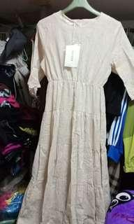 🚚 米白長洋裝