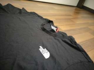 🚚 The North Face Tee