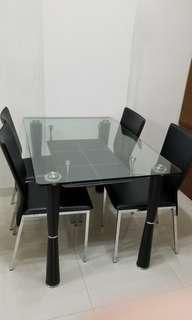 玻璃餐枱連四張座椅 Glass Dining Table with 4 Chairs
