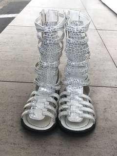 Sepatu gladiator anak