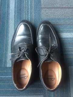 Sepatu Clarks