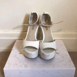 LIPSTIK show stopper white platform chunky heels size 6.5