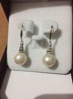 Freshwater pearl dangling.