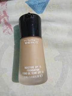 MAC Mineralize moisture spf 15 Foundation NC35 Preloved