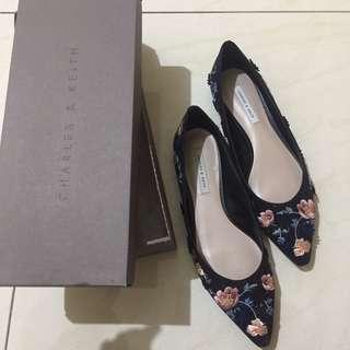 Charles&Keith sepatu original, motif bunga dan gliter+ dus. Bagus no minus. +paper bag