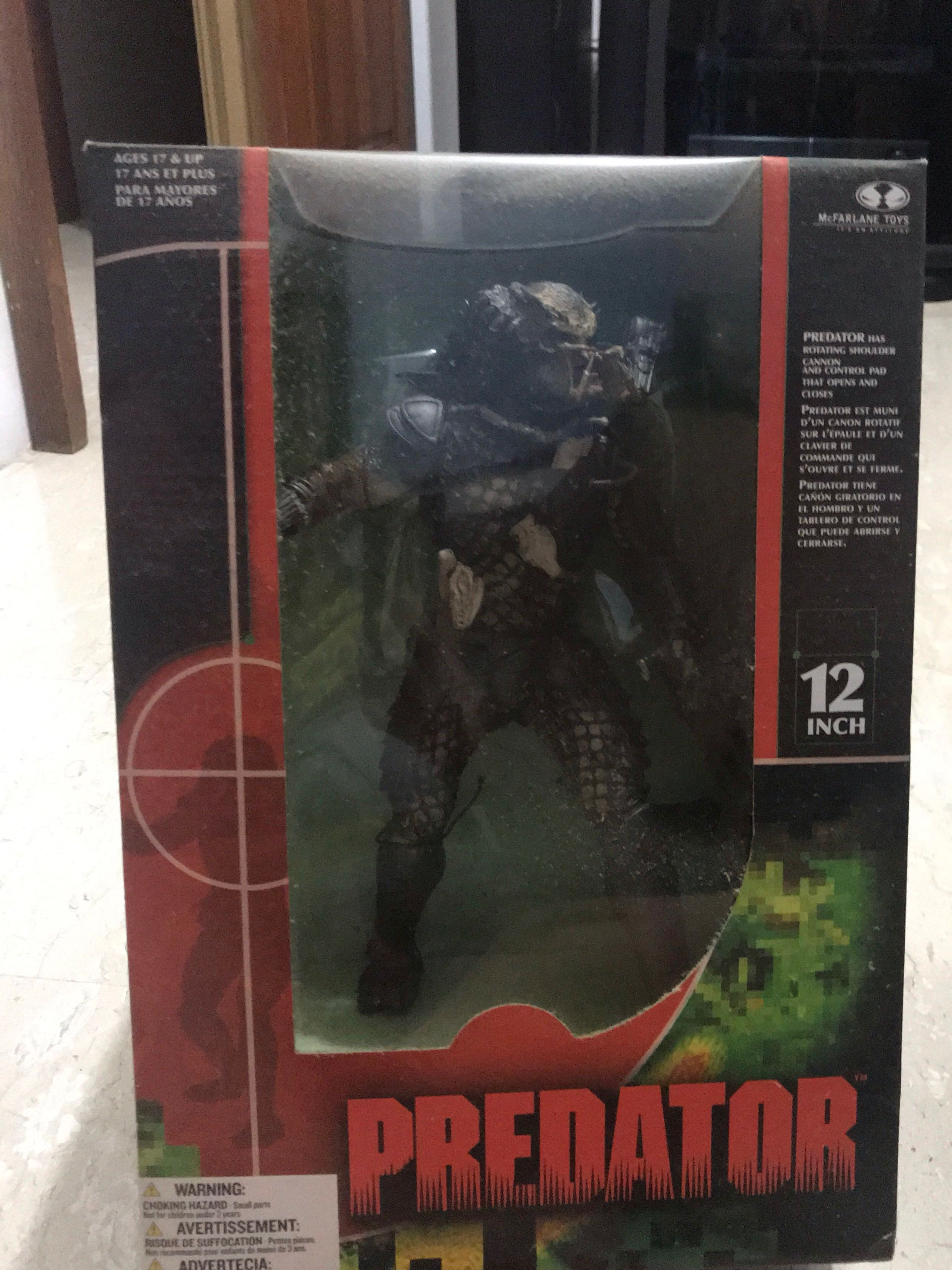 65f372894301 Alien vs Predator figurines