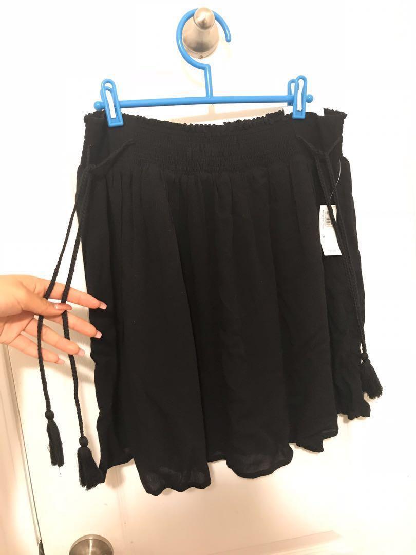 BNWT Black Tie-Waist Crinkle-Cut Mini Skirt (Medium)