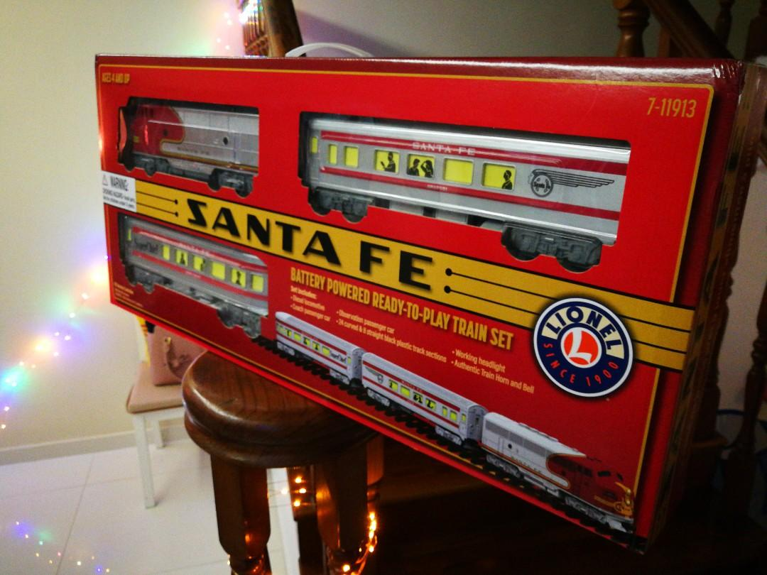 RC Toy train (Santa Fe) Lionel BRAND PERFECT FOR KIDS!