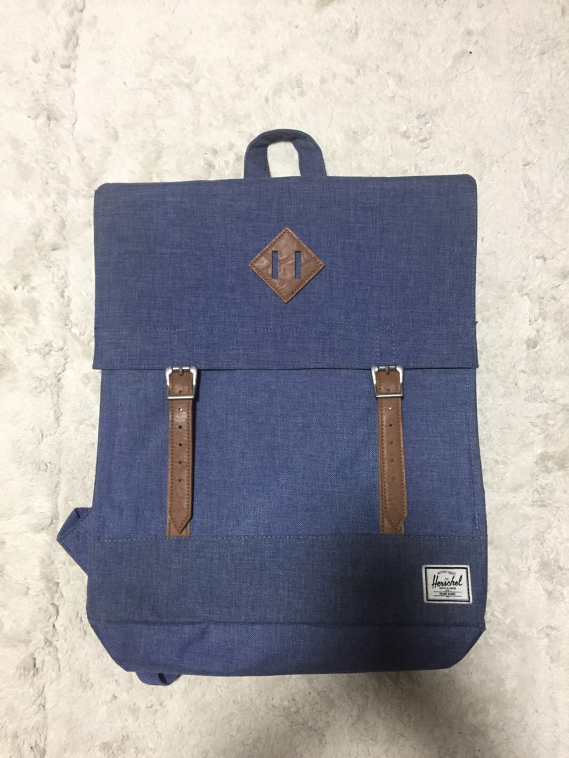 555a8f537ee2 Herschel navy blue square backpack (Authentic)