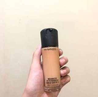 MAC Matchmaster Liquid Foundation in 3.0