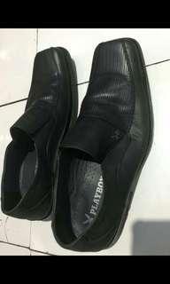 Sepatu playboy