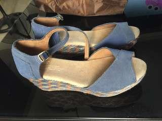 TOMS wedge ‼️SALE ‼️
