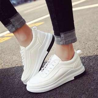 White rubber shoes / white sneakers / black sneakers / black shoes