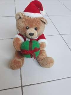 Boneka beruang natal