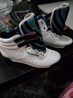 Sepatu anak cewek reebok