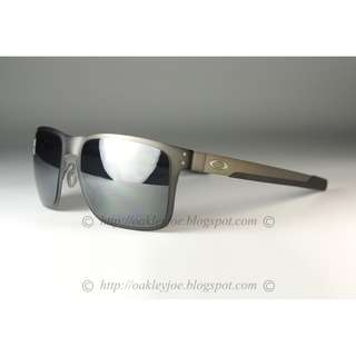 2c2f195297 BNIB Oakley Custom Holbrook metal gunmetal + black iridium sunglass shades