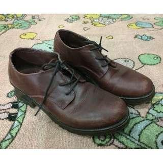 Ample shoes for women