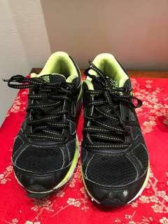 Karimoor sports shoes fitting UK Size 1 / US 2 / EUR 33 / 8 - 9 years old