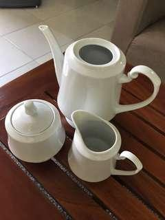 Coffee/tea pot set