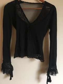Blouse with lace back and details