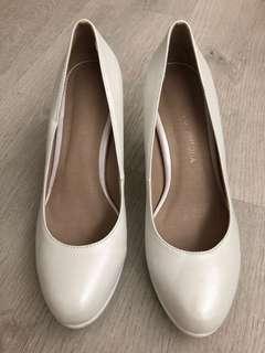 珍珠白色姊妹鞋