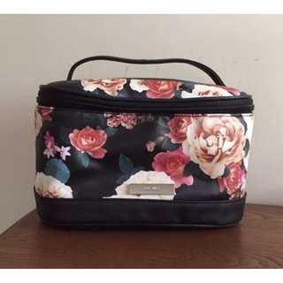 NINE WEST cosmetic gifting floral case