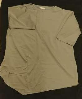 淺灰色闊身T shirt (胸144cm 長85cm 膊頭至袖長27cm)