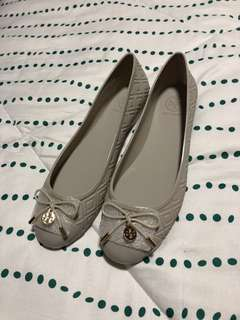 7730c35a56a9 Tory Burch Flats shoe (grey) size 11