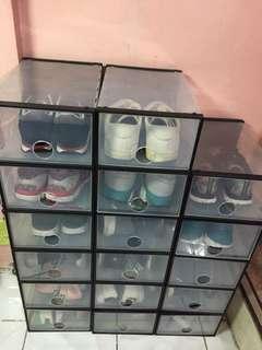 Shoe mate shoe box