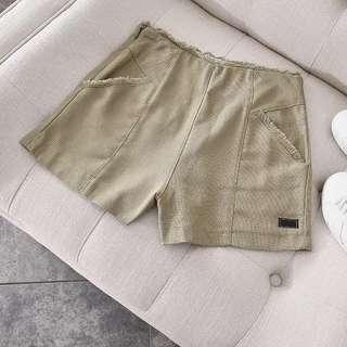 🚚 全新🇺🇸品牌國外購淺橄欖綠毛邊褲頭亞麻編織感高腰短褲