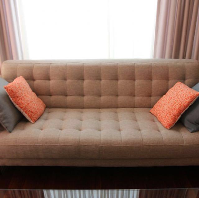 3-seater sofa Dallas, fabric sand/dark brown wood