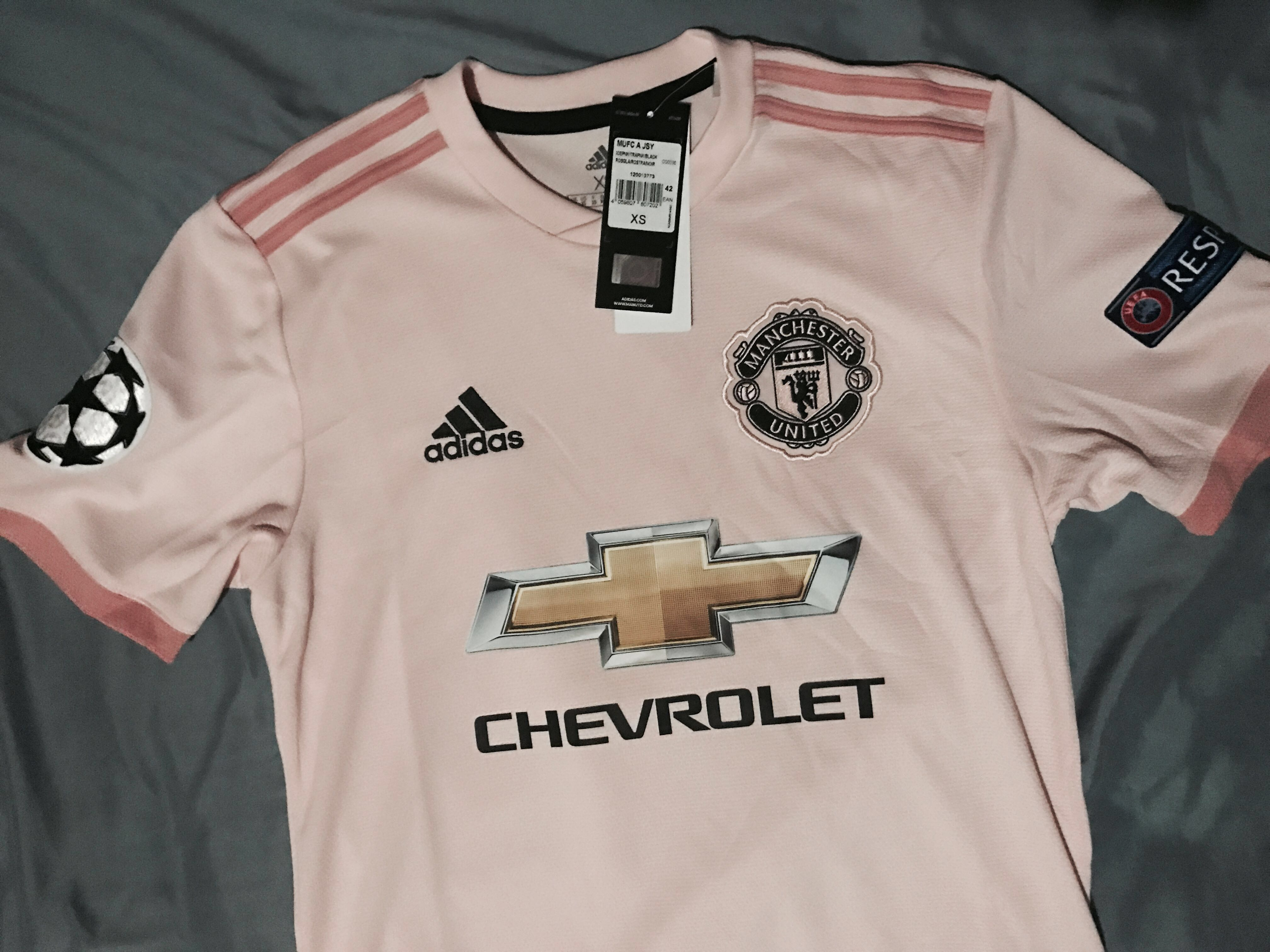 3572015cf Manchester United Pink Away Kit , Sports, Sports Apparel on Carousell