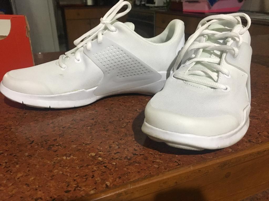 Nike arrowz white