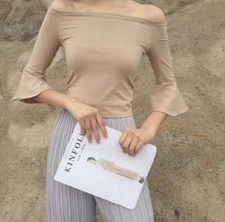 ✨ BNWT Nude Off-shoulder Top