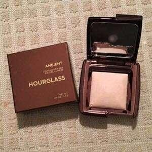 HOURGLASS AMBIENT LGHTING POWDER travel size 1,3gr