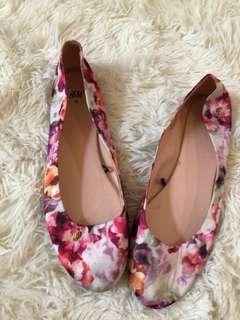 H&oM Floral Flats