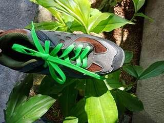 UNISEX HIKING SHOES (US SIZE 8)