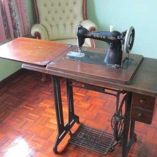 Vintage tredle singer sewing machine
