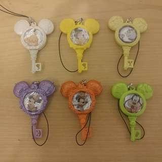Disney 迪士尼 遊戲卡 掛飾 匙扣 電話繩 米奇老鼠 公主 高飛 小飛象