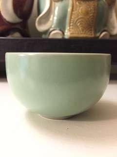 仿古豆青釉小茶杯、酒盅