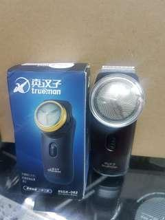 BATTERY SHAVER WITH TRIMMER
