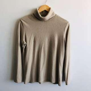 Uniqlo oatmeal turtleneck