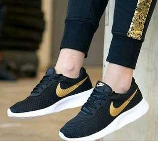 Nike tanjun blcak gold original